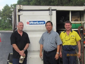 Chairman Kong is learning the extend of sewerage rectification work from the Australian expert