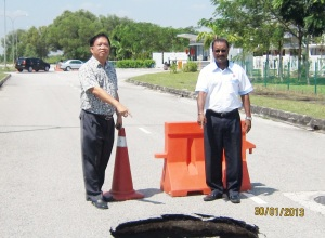 Showing another sinkhole at Jalan Putra Prima Utara to Ahli Majlis En Santokh Singh