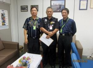 Gabungan Secretary Terence,  Gabungan President Kong and OCPD Supt Imran